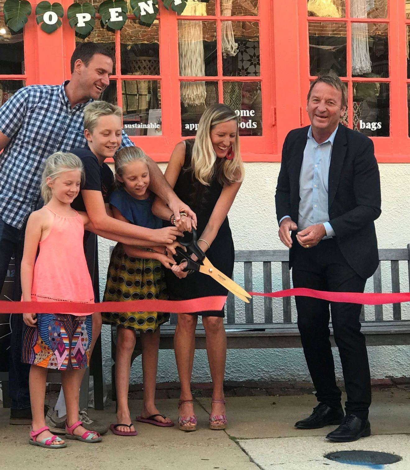 Mayor Buckley cuts the ribbon at Mango Main on Maryland Avenue