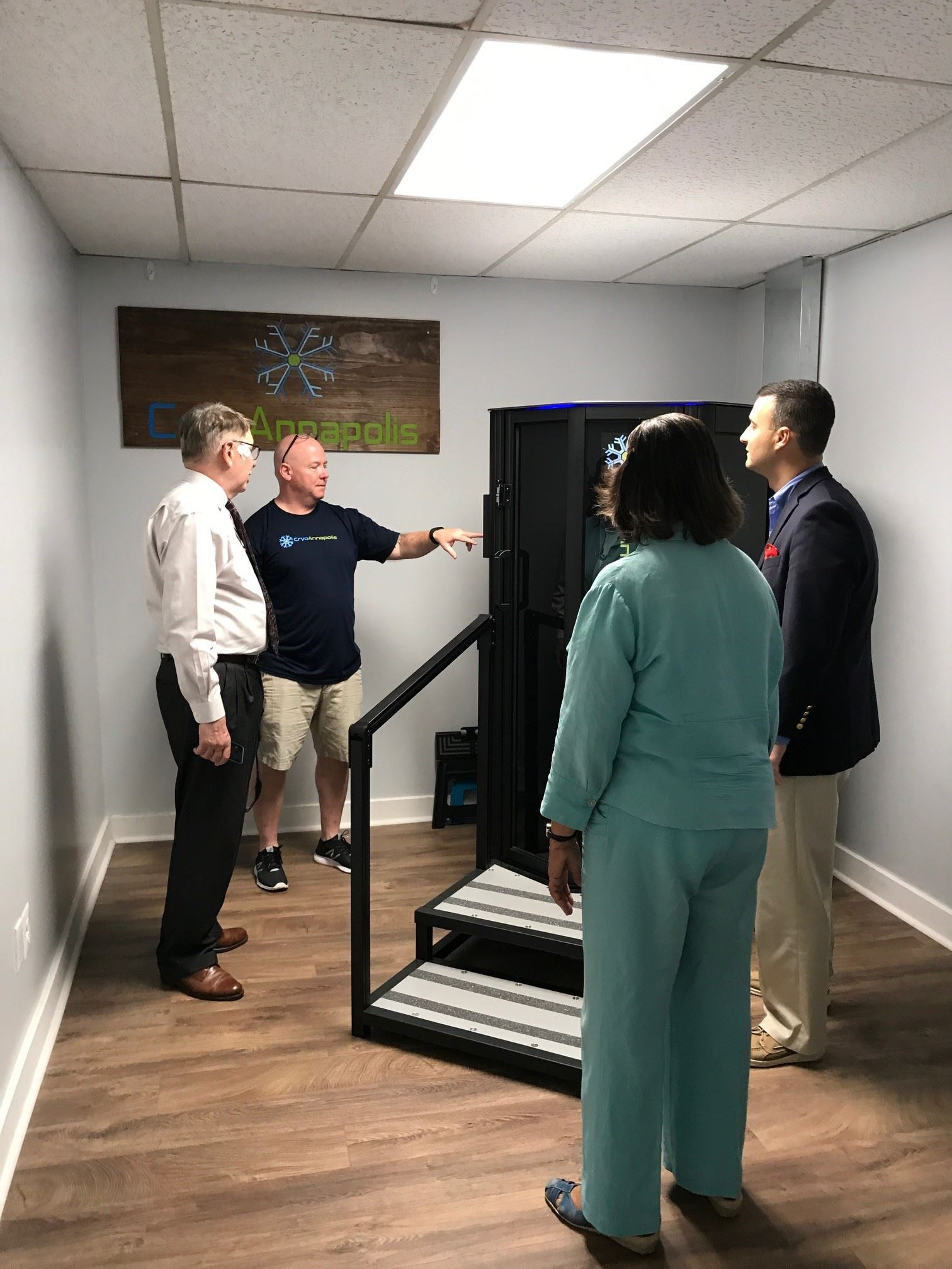 Bob Agee, Alderwoman Pindell-Charles, and Mayor Pantelides learn about machines at CyroAnnapolis